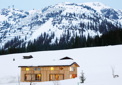 best-in-snow-house-exterior-with-mountain-rectangle