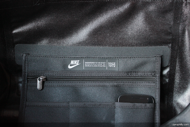 Nike Eugene Duffel interior pocket detail