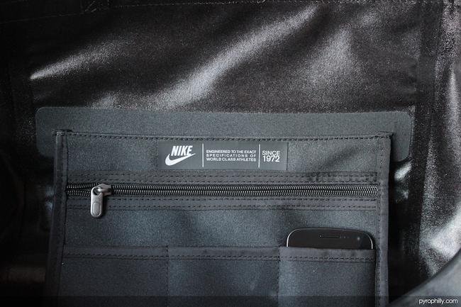 Nike Eugene Duffel interior pocket detail